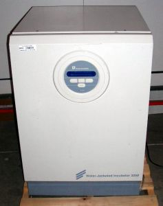 Forma Scientific 3250 Water-Jacketed CO2 Incubator