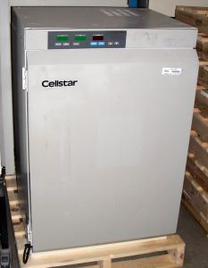 Queue Cellstar QNW300TABA Water-Jacketed CO2 Incubator with Humidity